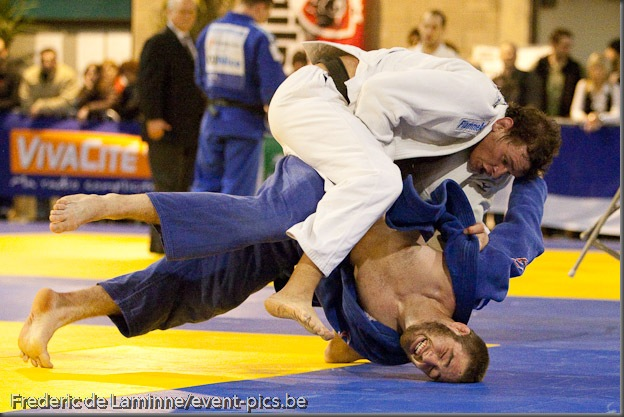 Visé - January 31 : Travis STEVENS (blue) from the USA compete with Francesco BRUYERE from Italy in the final round match of Men's -81 Kg during the Judo Open International 2010 in Visé, Belgium. BRUYERE won the match.