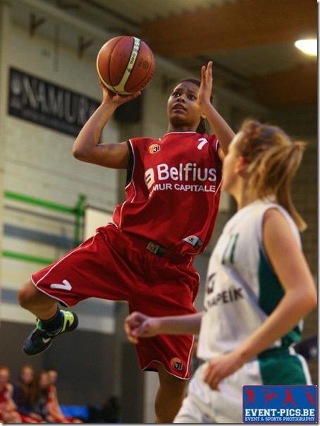 Basketball Minimes, 1/2 finales de coupe AWBB entre Namur Capitale et Quaregnon. Victoire écrasante de Namur 100 à 30. M. VEREECKE (7)  du Belfius Namur Capitale.