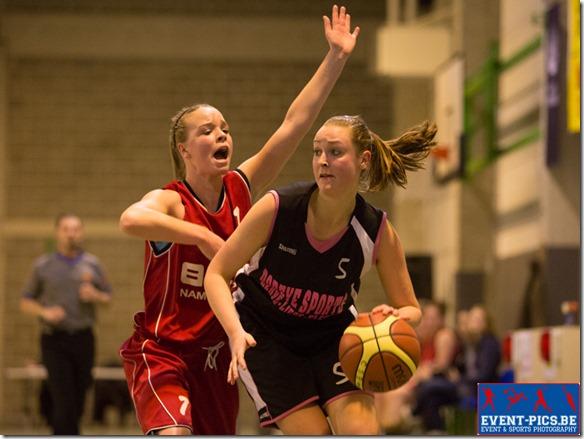 Basketball Minimes, 1/2 finales de coupe AWBB entre Huy et Namur Capitale. N. MOMMEN (5)  de l'Union Huy et Alycia MARTEAU (7)  du Belfius Namur Capitale.