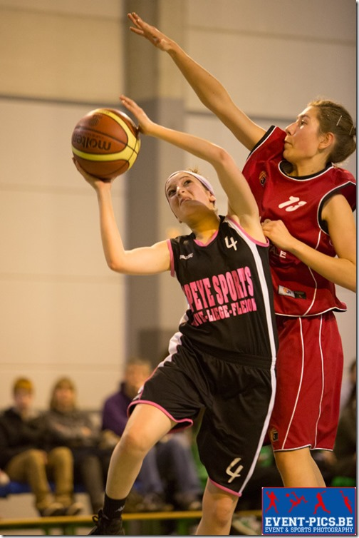 Basketball Minimes, 1/2 finales de coupe AWBB entre Huy et Namur Capitale. M. PIRLET (4)  de l'Union Huy et Clémentine BECHOUX (11)  du Belfius Namur Capitale.