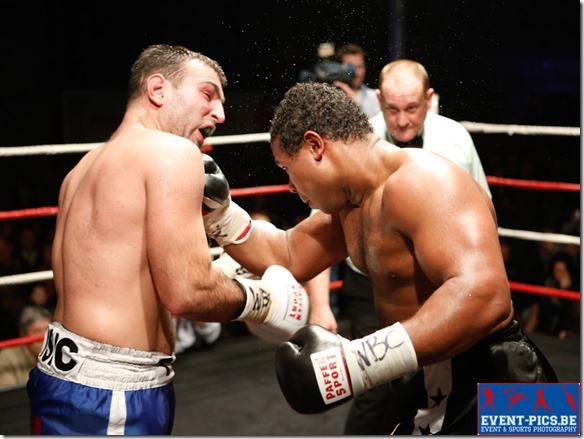 Boxe, championnat du Monde Youth WBC + de 98 kg : Hervé Hubeaux (Andenne) – Tony Visic (Croatie).